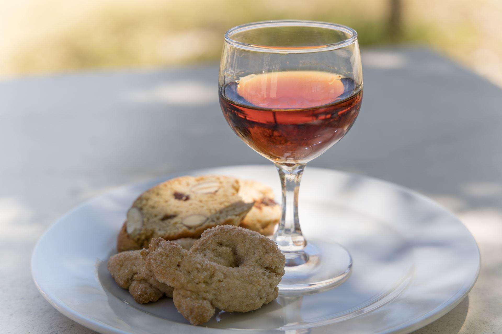 il nostro vino e i dolcetti